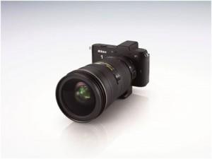 Mit einem  Bajonettadapter können bei Systemkameras auch DSLR-Objektive angeschlossen werden Foto: Nikon