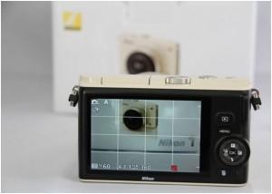 Durch Drehen des Wahlrads wählt man bei der Nikon 1 die gewünschte Blende aus – die Kamera kombiniert dies mit einer passenden Belichtungszeit