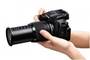 Typisch für Bridgecams ist der große Brennweitenbereich. Diese Fujifilm HS50 EXR bietet ein 42fach Zoom Foto: Fujifilm