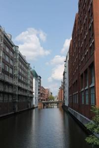 Die Attraktivität der Hamburger Hafenstadt rührt vor allem vom Wasser her – und deshalb steht es auch hier im Zentrum Foto: Mareike Wagner / pixelio.de