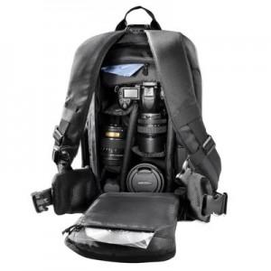 Bei vielen Fotorucksäcken wie auch bei diesem  Mantona SLR Trekking befindet sich die Öffnung an der Rucksackinnenseite Foto: Mantona