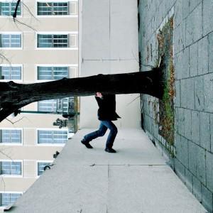 Einmal die Kamera gedreht, schon sorgt man für Verwirrung beim Betrachter. Wo ist denn nun unten? Foto: kallejipp / photocase.com