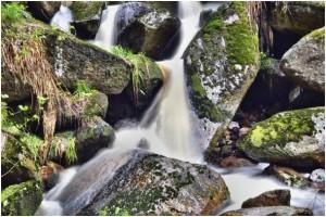 Solch tolle Wassereffekte sind nur mit manuell vorgegebenen langen Belichtungszeiten möglich Foto: Andreas Hermsdorf / pixelio.de