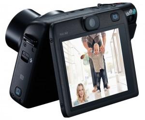 Die Canon PowerShot N100 bringt einen aufklappbaren Monitor Fotos: Canon