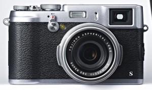 Hier schlägt das Herz nostalgischer Fotografen höher: die topmoderne X100S im Retro-Look Foto: Fujifilm
