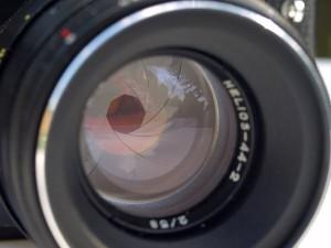 Verschluss.jpg Perfekt getroffen: Auf diesem Bild sehen Sie, wie sich die Blende gerade schließt Foto: Viktor Mildenberger  / pixelio.de