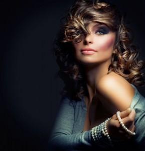 Der Low-Key-Effekt wird gerne bei Porträtaufnahmen und in der Aktfotografie verwendet
