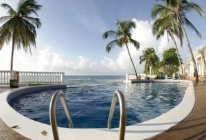 Soll der Hotelpool groß oder klein wirken? Das bestimmen Sie mit der Wahl der Perspektive.